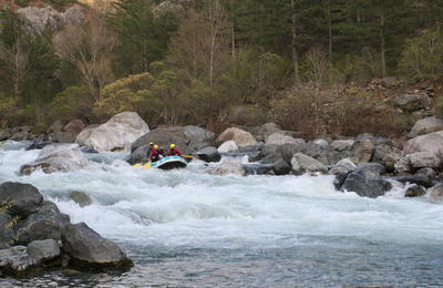 Rafting in Alikamon River